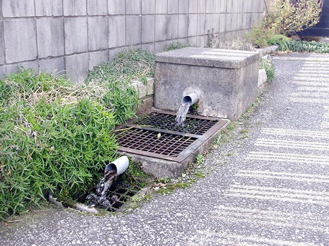 住宅地の中に井戸がたくさん