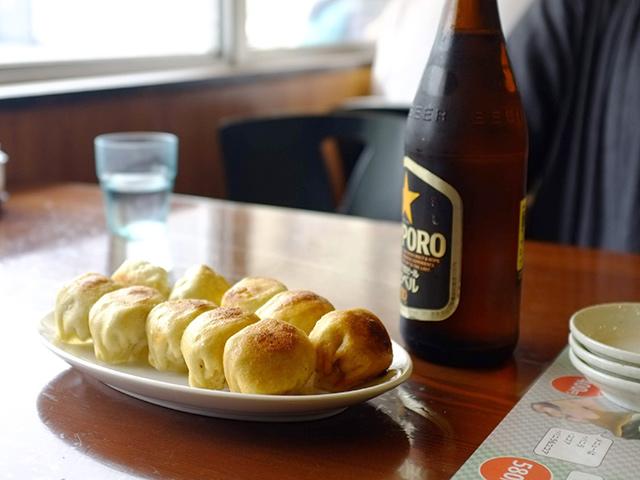 茶しんのホワイト餃子とサッポロビール