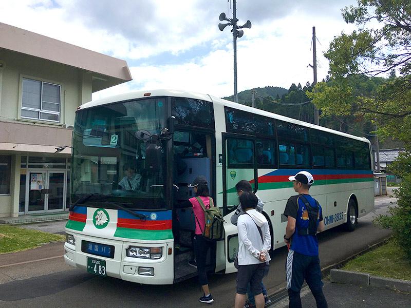 大浦の緑地公園に臨時の駐車場が用意されています。