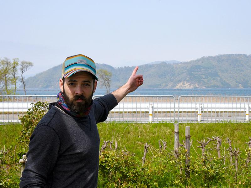 湖北みずどりステーションから奥琵琶湖パークウェイを眺められる