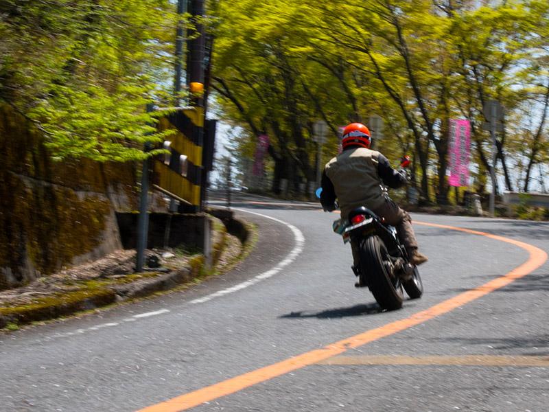 バイクにはちょうどいい感じのカーブが多くて走ると気持ちがいい!