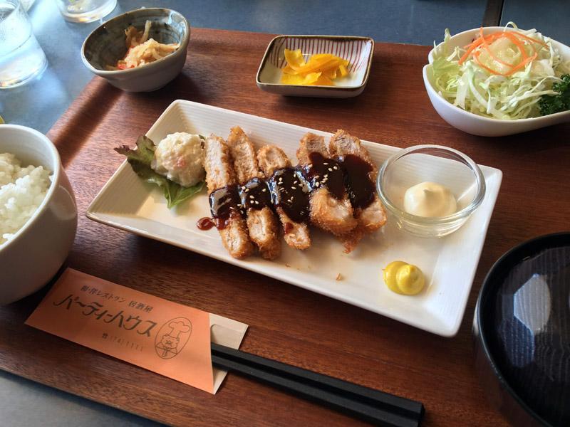長浜市(旧浅井町)にあるパーティーハウスのトンカツ定食