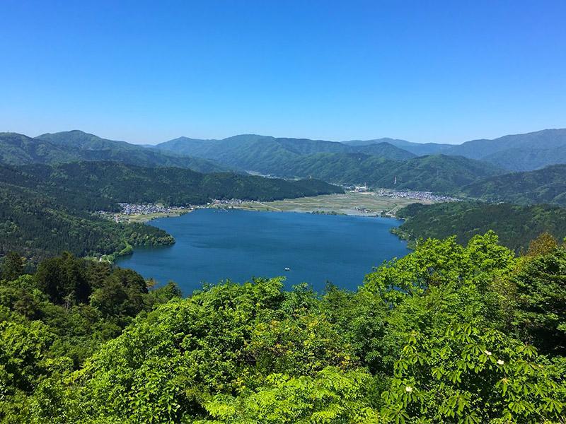 賤ヶ岳から見た余呉湖の景色