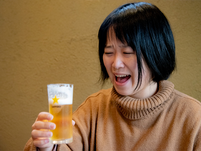 お昼から飲む生ビールは最高です。