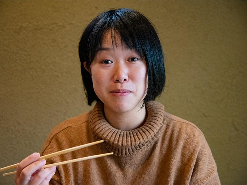 蕎麦を満喫中の浅井さん