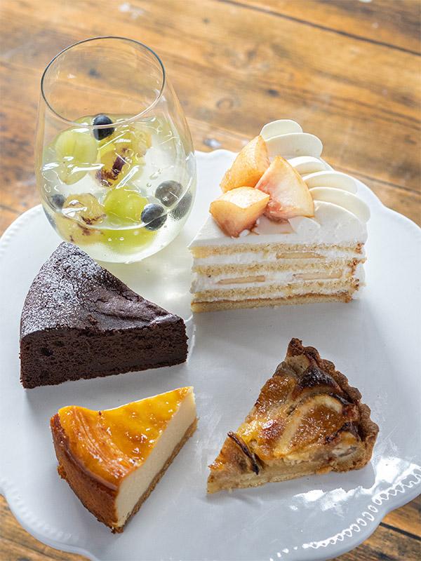 ケーキセットは、ショーケースの中から、ケーキを1つ選ぶ