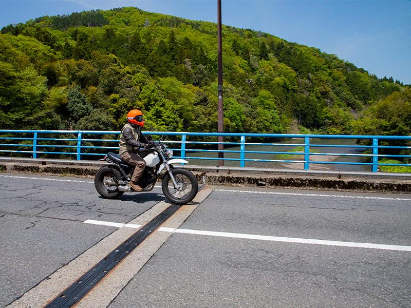 高時川の橋を越えたら右側にあるガソリンスタンドが燃料補給のラストチャンス