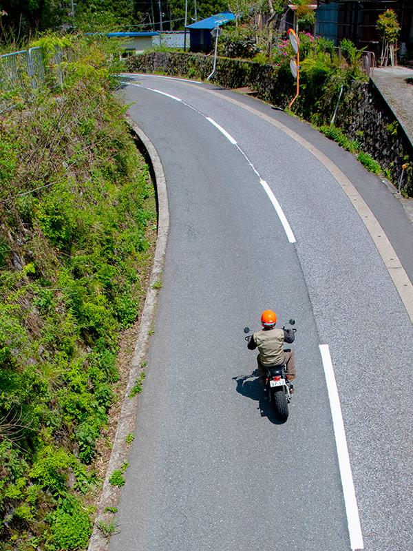 土倉鉱山を目指して国道303号線をバイクツーリング