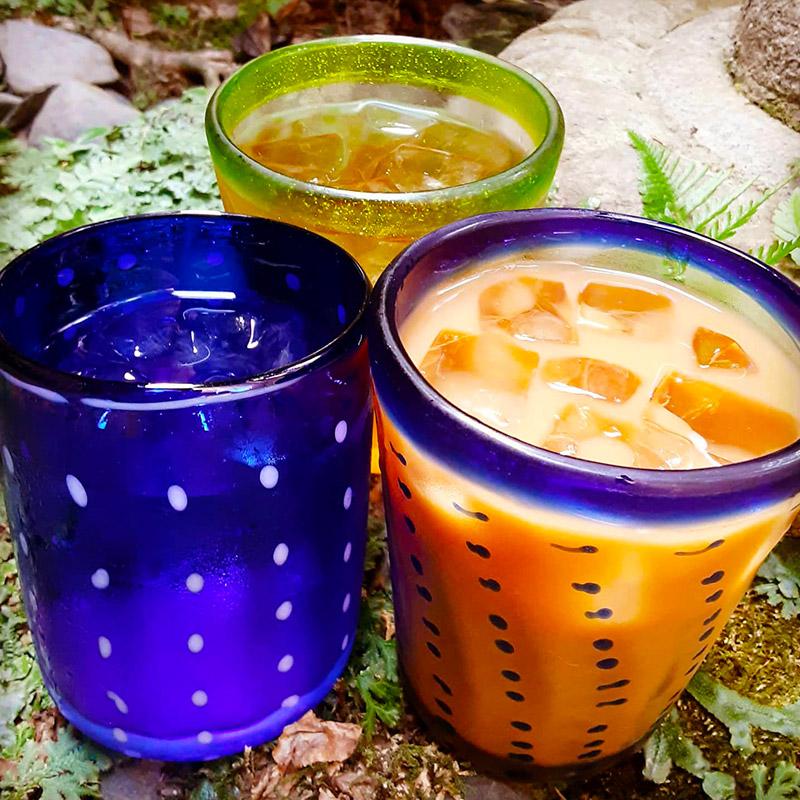 オーガニック・マヤコーヒー、自家製コーラ、自家製しそジュース